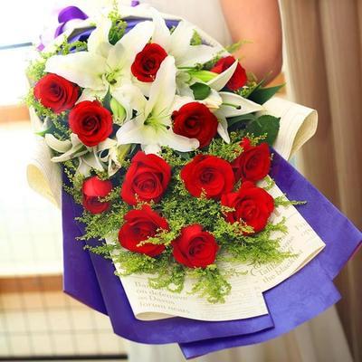 韩式扇形11朵玫瑰百合花束七夕情人节专属花束池州市青阳县鲜花店图片