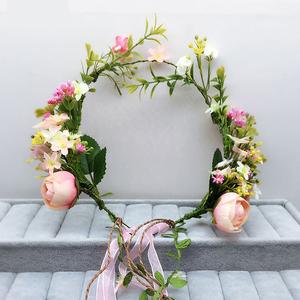甜美套婚纱白纱造型结婚新娘头饰鲜花花环系额饰复古配走秀图片