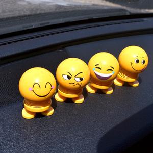 車載表情包彈簧搖頭公仔搞笑抖音網紅創意娃娃車內裝飾汽車擺件