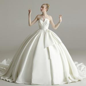 簡約婚紗禮服2019新款新娘結婚抹胸緞面顯瘦長拖尾宮廷復古赫本風