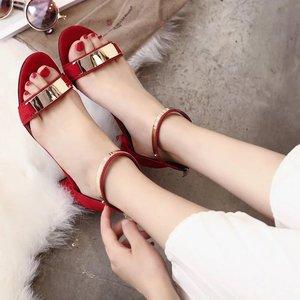 流行凉鞋女新款式金属装饰高跟粗跟女式凉鞋 批发代理