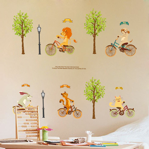 卡通动漫儿童房卧室森林墙贴纸幼儿园走廊装饰可爱动物骑单车贴画