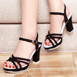 钉鞋囹�a_2017夏季新款粗跟高跟罗马女士一字带凉鞋妈妈女鞋鍑夐瀷
