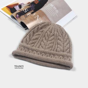 意大利订单 100%白山羊绒手工编织绞花女士卷边棒针帽子