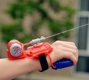 儿童玩具高气压发射器抽拉式手握沙滩蜘蛛侠手腕清凉喷射式水新款