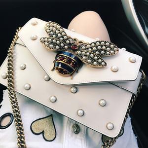 杨幂同款珍珠包蜜蜂包女包信封包单肩斜挎包彩带宽肩带镶钻链条包
