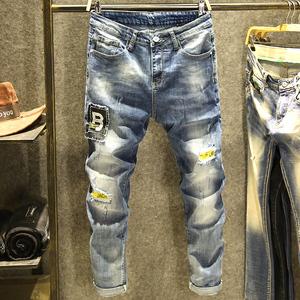 淺藍色破洞牛仔褲男潮牌字母青年彈力小腳褲子歐美風街頭秋季時尚