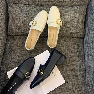 软皮粗跟中跟单鞋女2020新款白色乐福鞋一脚蹬女鞋珍珠真皮穆勒鞋