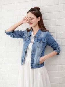 新款春季牛仔女韩版上衣浅色淡蓝色?#22871;?#23567;款短款毛边磨破洞外套