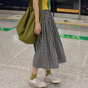 日式工装裙ins港风中长款a字裙日系复古文艺学生黑白格子半身?#21476;?/>                             </a>                             <div class=