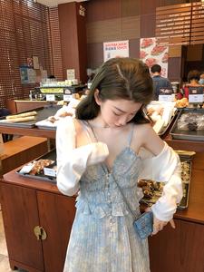碎花吊帶百褶裙女夏季A字大擺短款連衣裙小眾V領雪紡白色仙女裙子