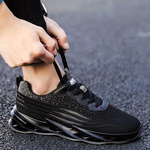 廚師鞋男2021年新款防滑透氣防臭廚房上班工作專用全黑色休閑潮鞋
