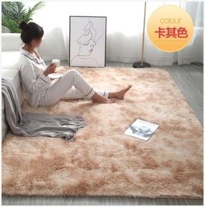 歐風直播間床邊地毯毛絨臥室。大尺寸床旁邊家居蹭腳墊方形居家
