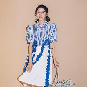 【言醒】藍白條紋木耳邊織帶連衣裙女夏方領泡泡袖拼接襯衣裙2021