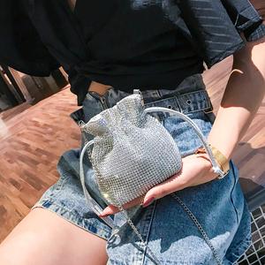 夏季ins超火镶钻包包女2019新款韩版百搭单肩斜挎时尚链条水桶包