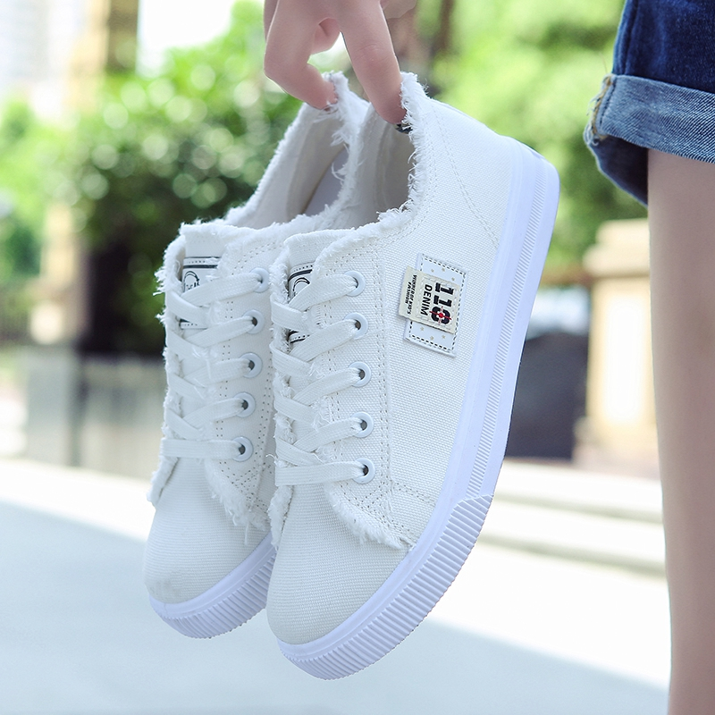In the junior middle school students' canvas shoes women shoes casual shoes 2017 new spring shoes a day.