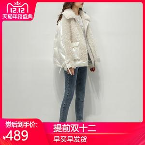 羊羔毛拼接亮面羽绒服女短款2019冬新款轻薄皮毛一体外套韩版宽松