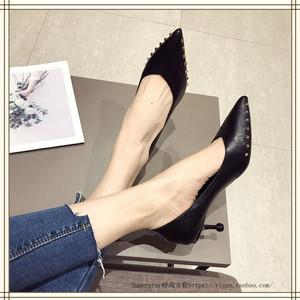 旦娅舒适软面小跟尖头女式单鞋2019春季韩版时尚铆钉浅口高跟鞋