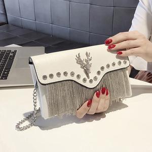 上新小包包女2019春夏新款流苏手包韩版个性时尚百搭气质手拿包女