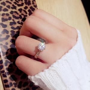 立体六爪莫桑石指环玫瑰金防过敏18K镀金戒指女仿真钻石韩版2克拉