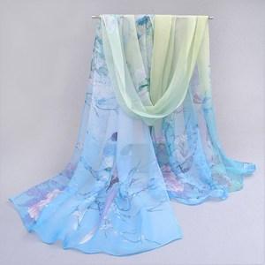 夏季薄款女士百搭丝巾短款中老年春秋两用围巾妈妈春季碎花雪纺。