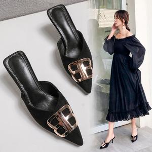 半包头半拖鞋时尚外穿尖头中跟细跟黑色包脚34码小码拖鞋女313233