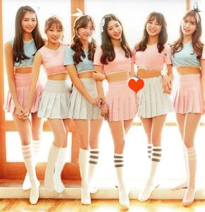 韩舞舞蹈女团学生啦啦操演出服拉拉队同款足球宝贝啦啦队表演服装图片