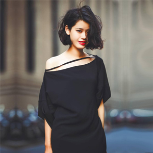 原创设计感一字领漏肩连衣裙中长款宽松显瘦麻纱透气垂感小黑裙