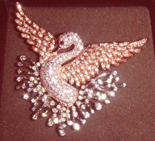 VINTAGE Nolan Miller antique jewelry diamond brooch flying Swan rare super beautiful gift collection