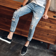 The new Japanese retro summer men's casual personality hole denim pants 9 nine Korean port feng'sliterary
