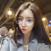 Round back to the face of a woman with a round face of the glasses, the height of the female frame of the metal frame