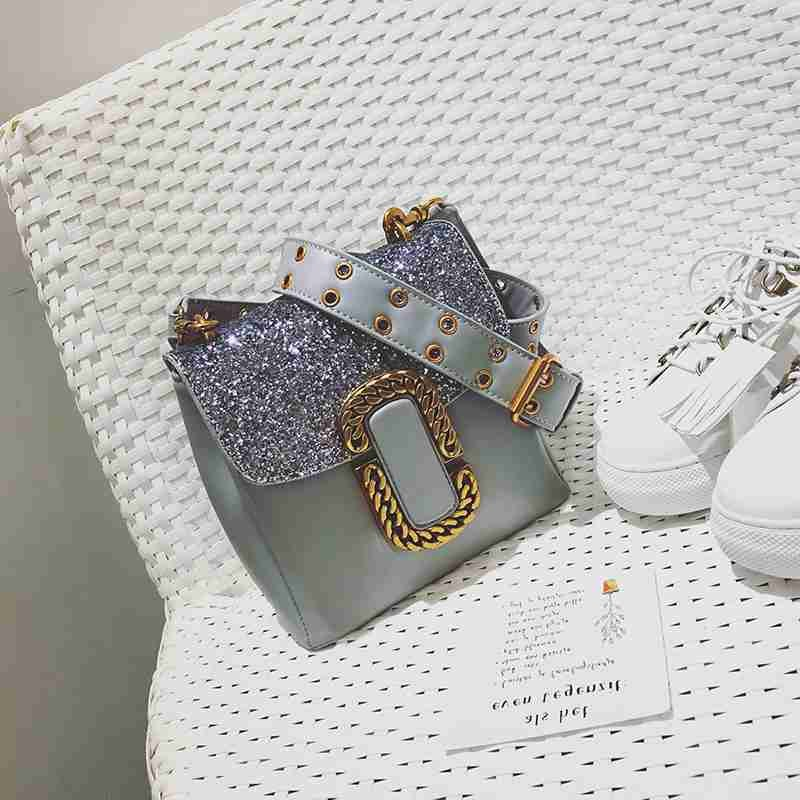 Single shoulder bag female han edition 2017 new personality fashion trend in small square sequins lock joker broadband inclined shoulder bag
