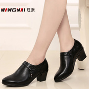 In autumn and winter thick leather with soft bottom deep moms fashion shoes for women 40 years and 50 work shoes 43