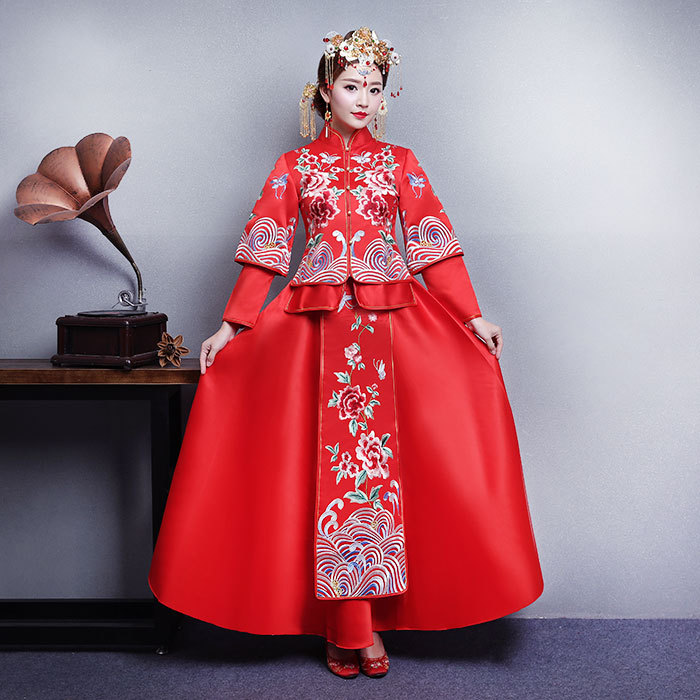 Star with the model of Chinese style hand embroidery XiuHe bridal gowns Wedding toast classical dress red XiuHe clothing