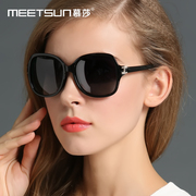 2017 women wearing a pair of sunglasses, sunglasses, sunglasses, round face, retro glasses, polarized and elegant glasses