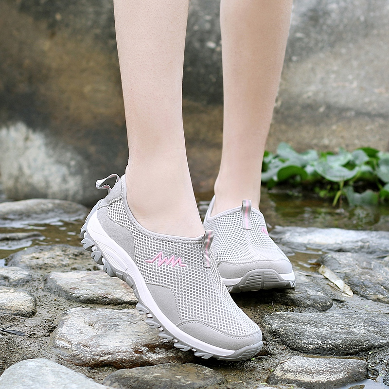 In the summer of 2017 female tennis shoes slip-on female soft bottom pedal lightweight breathable shoes outdoor shoes treadmills mom