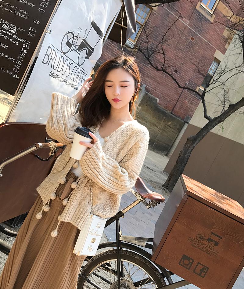 钱夫人CHINSTUDIO 港味纯色针织开衫女秋学生宽松球球毛衣外套潮