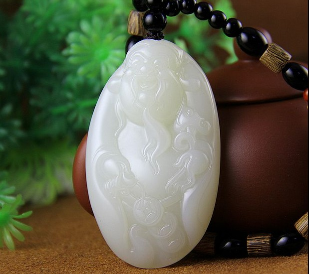 A dollar auction is coming to the end of Xinjiang Hetian jade seed material to a white jade god hand pieces