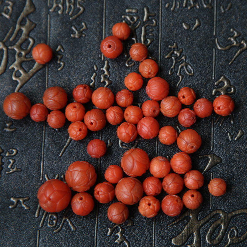 Baoshan ore South red agate Pearl Lotus persimmon red meat is full moon diamond accessories
