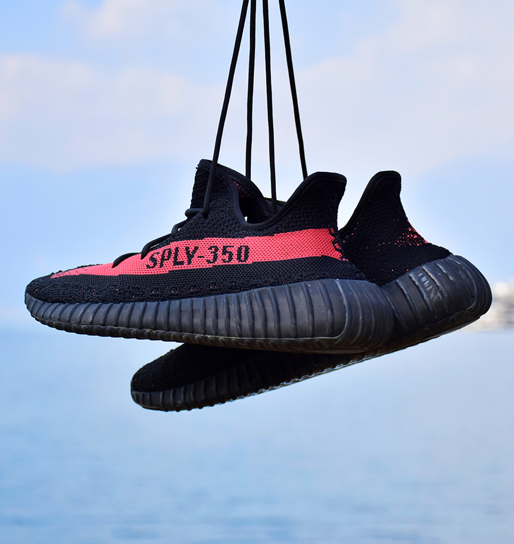 Summer red coconut Kanye 550 men and women running shoes leisure shoes 350 simple black and white coconut breathable fashion tide