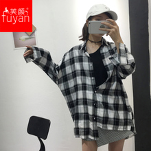 Spring and Autumn 2018 black and white plaid shirt female long section wild Korean loose BF wind long-sleeved trend students sunscreen