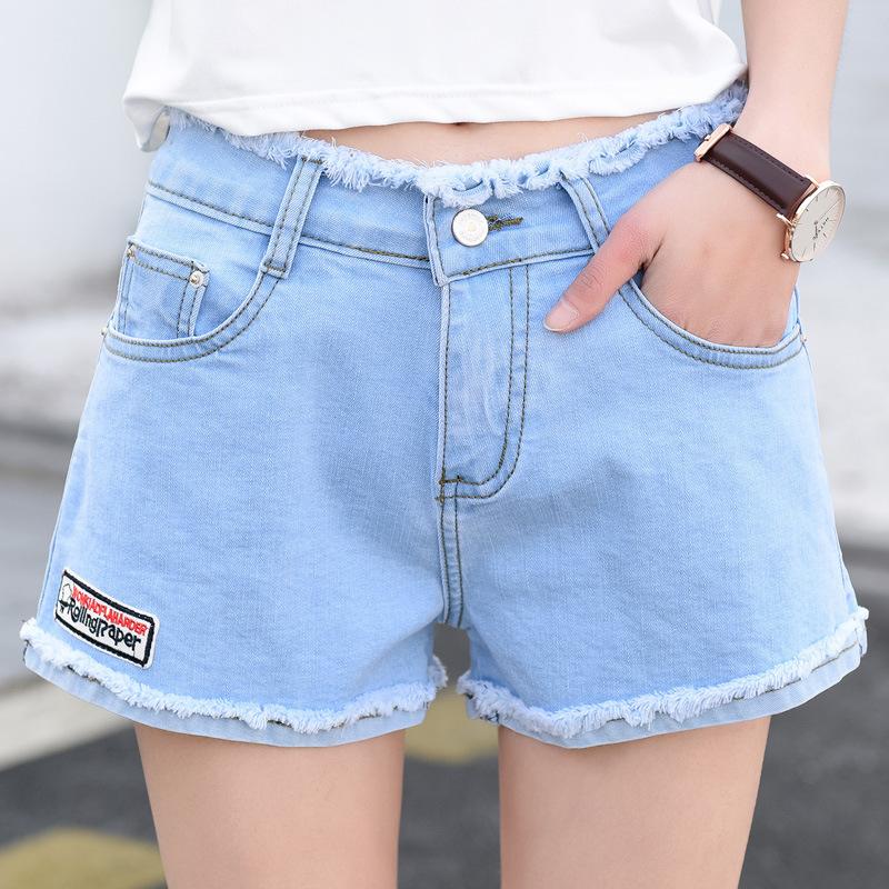 夏季新款简约时尚人气毛边阔腿牛仔女式韩版破洞微章短裤