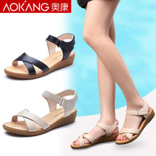 Aokang beach sandals female summer flat simple middle-aged mother shoes leather ladies sandals 2018 new