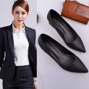 Working shoes are black, slender, rough, medium and low, with job interviews, work, high heels, comfortable leather shoes, formal shoes