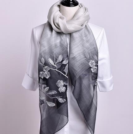 In the summer of 100 silk scarf female trend sunscreen shawl beach towel super thin silk scarf dual drive