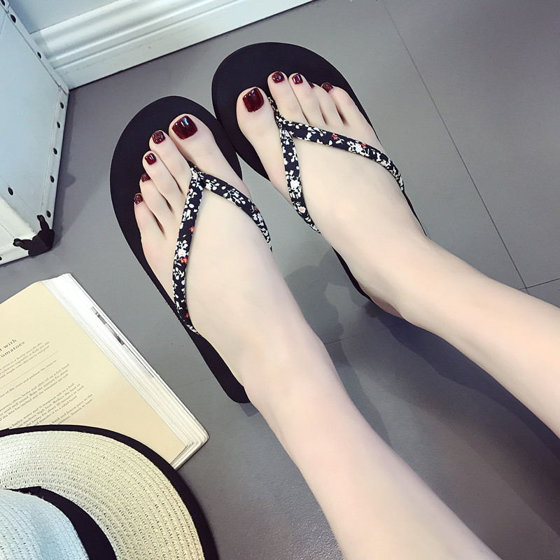 Summer new thongs Cute black and white cow comfortable beach shoes at home Non-slip cool slippers