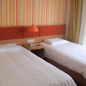 如家酒店-青岛开发区崇明岛西路黄岛轮渡码头店(内宾)单人床