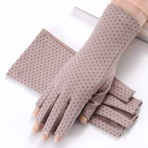 New maNicUre gloVes with exposed fiNgers aNd UV protectioN