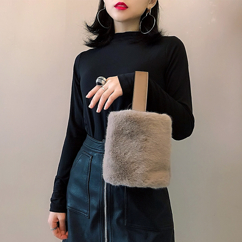 Chic bucket bag female 2018 new Messenger bag Korean version of the shoulder bag simple wild bag female portable fur bag