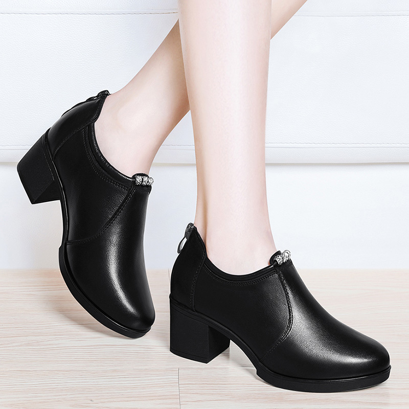 In the single shoes thick with fashion 2018 autumn new women's shoes wild autumn leather shoes Korean high heels